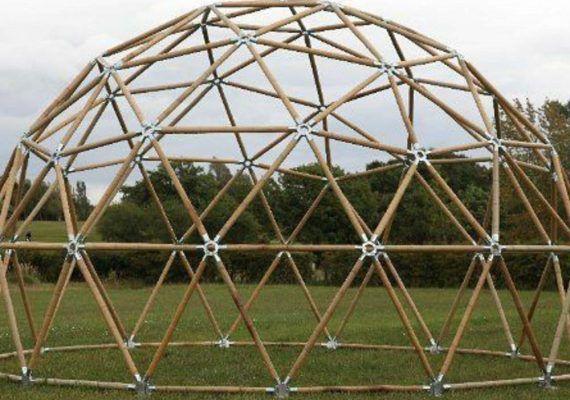 Taller de construcción de un domo iglú para niños en la Finca Avatar de Casares