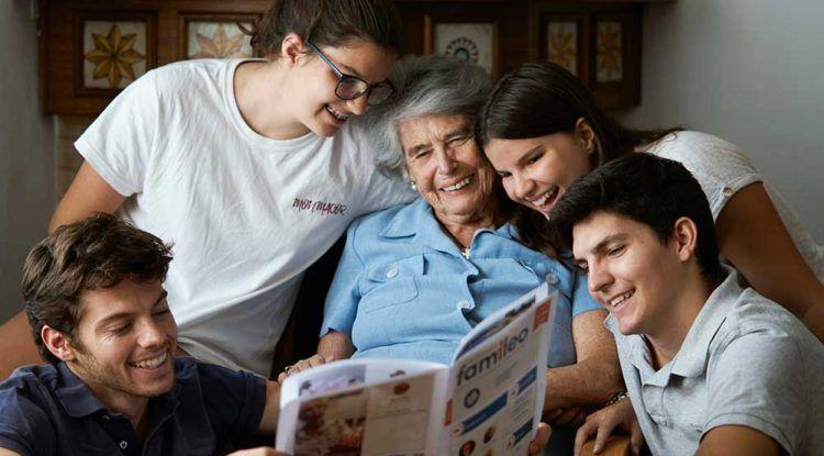 Disfruta del primer mes gratis de Famileo, la revista para nuestros mayores con fotos del chat familiar