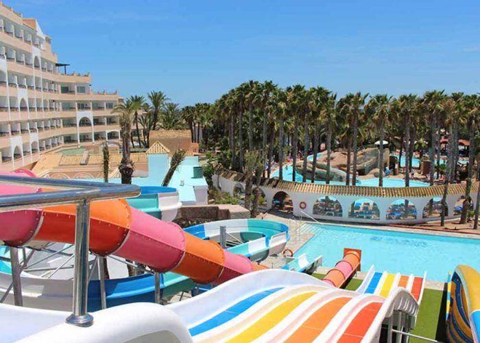 Hoteles con toboganes para disfrutar de las vacaciones con niños en Andalucía