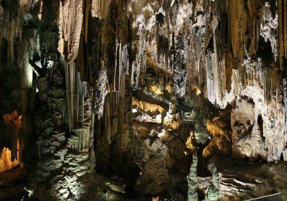 Visita en familia la Cueva de Nerja y conoce la historia de tus antepasados