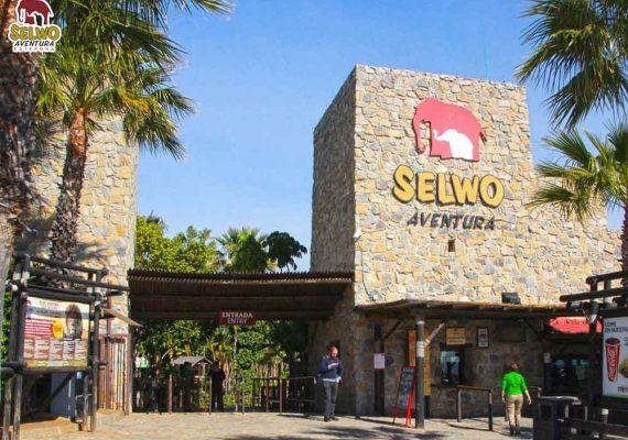 Expedición salvaje en familia en el parque Selwo Aventura de Estepona (Málaga)