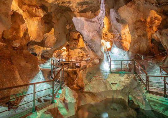 Viaje mágico para los niños a la Cueva del Tesoro del Rincón de la Victoria