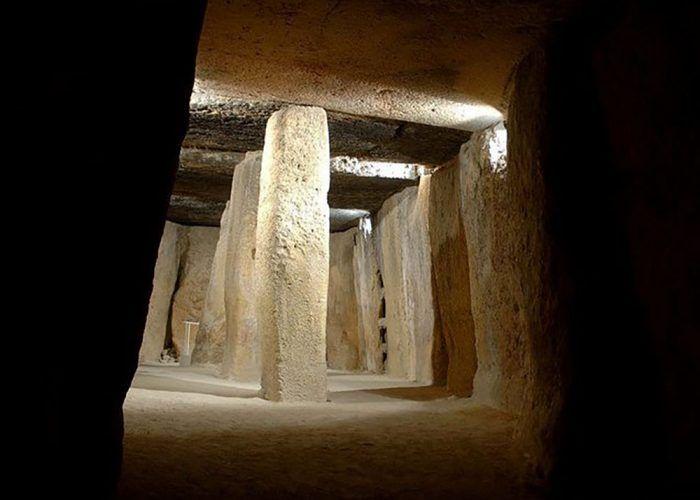Excursión a los Dólmenes de Antequera con niños: un viaje a la prehistoria