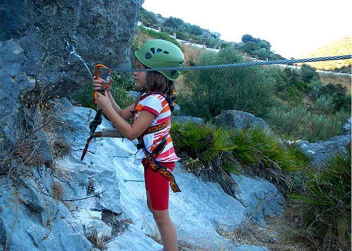 Deporte y naturaleza: vía ferrata para niños en Benaoján