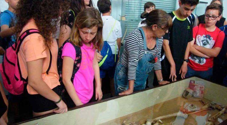 Visitas prehistóricas con niños en los Yacimientos Arqueológicos de La Araña (Málaga)