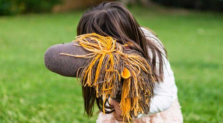 Saturna manualidades: Cómo hacer un caballito de palo con un calcetín