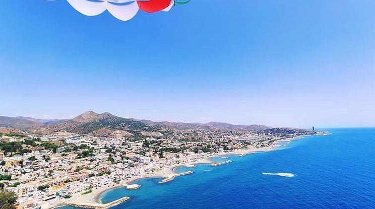 Vuela en la bahía de Málaga haciendo parasailing, la actividad más divertida de este verano para toda la familia