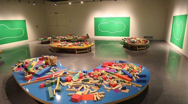 Crea tu propia ciudad: Taller gratis para familias este verano en el Centre Pompidou Málaga