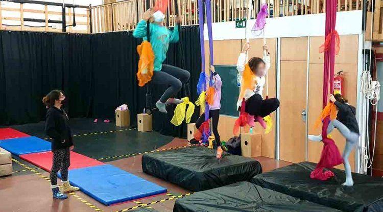 Talleres de circo para niños en Navidad en La Cajonera (Málaga)