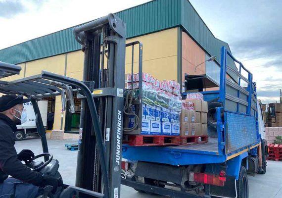 El Centro Comercial Vialia dona 2.700 euros de leche al banco de alimentos Bancosol