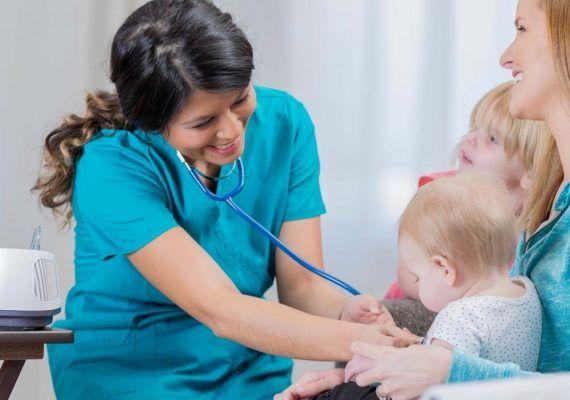 Enfermería pediátrica: profesión fundamental para la salud de los peques