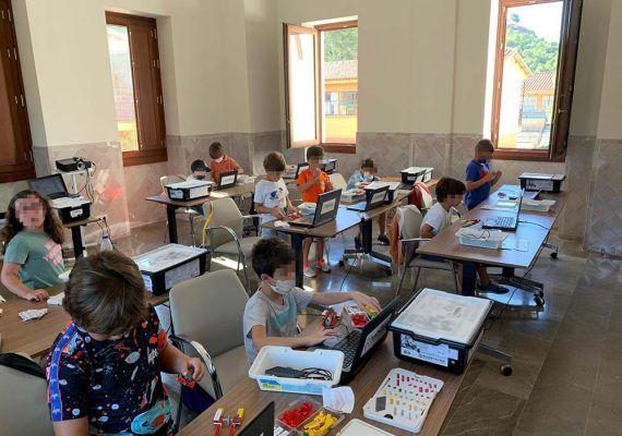 Campamento de verano en Málaga sobre robótica con Habilitas Educación